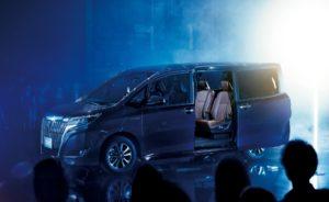 Toyota Esquire- расход 4,2 л. на 100 км, семь мест. Экономичный семейный минивен.