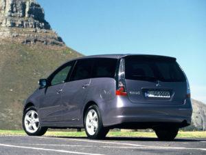 Mitsubishi Grandis – стремительный и надёжный семейный минивэн.