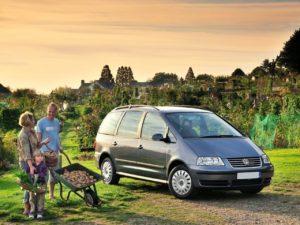 Volkswagen Sharan – семейный минивэн из 90-х.