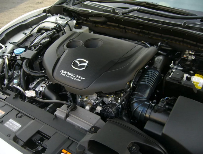 На автомобиль устанавливались как бензиновые, так и дизельные агрегаты: