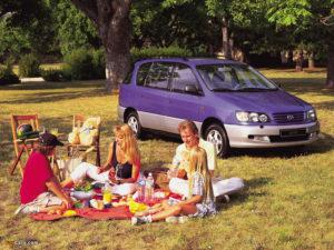 Picnic – семейный надёжный минивен. Бестселлер от Toyota