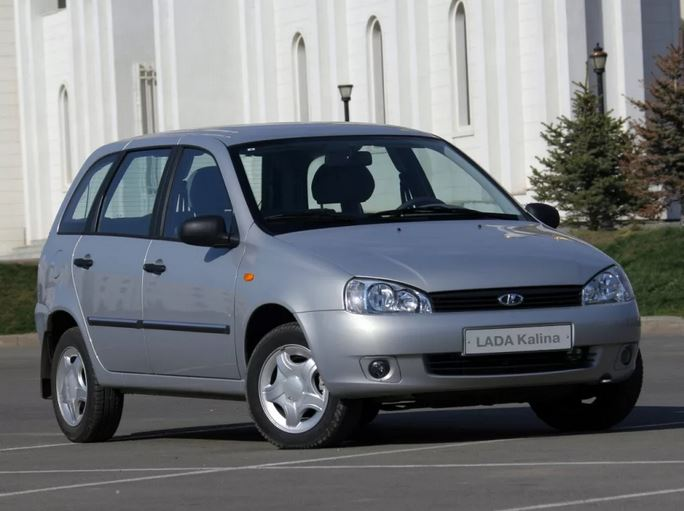 LADA Kalina Первую Калину показали еще в 1999, но серийное производство модели началось в 2004 году.