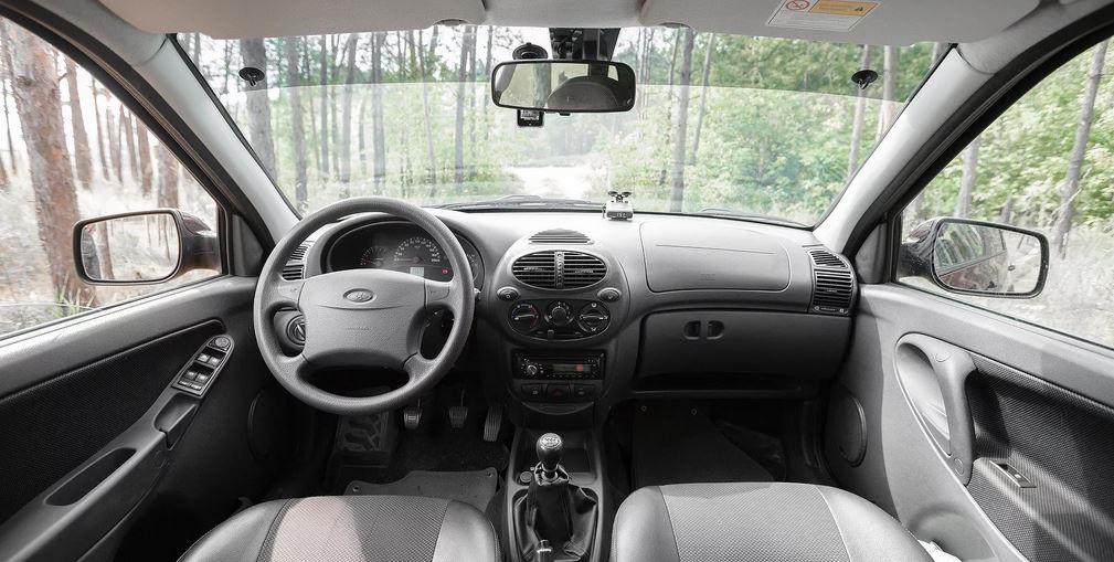 LADA Calina Первую Калину показали еще в 1999, но серийное производство модели началось в 2004 году.