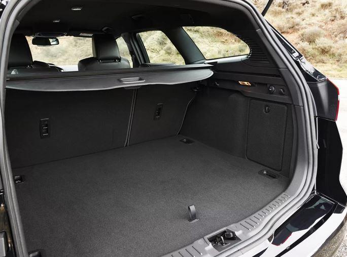 Объем багажного отделения 476 литров, а со сложенными сидениями 1502 л.