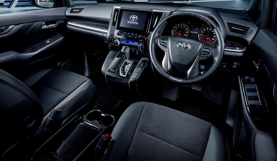 У Toyota Alphard и Vellfire появился золотистый декор