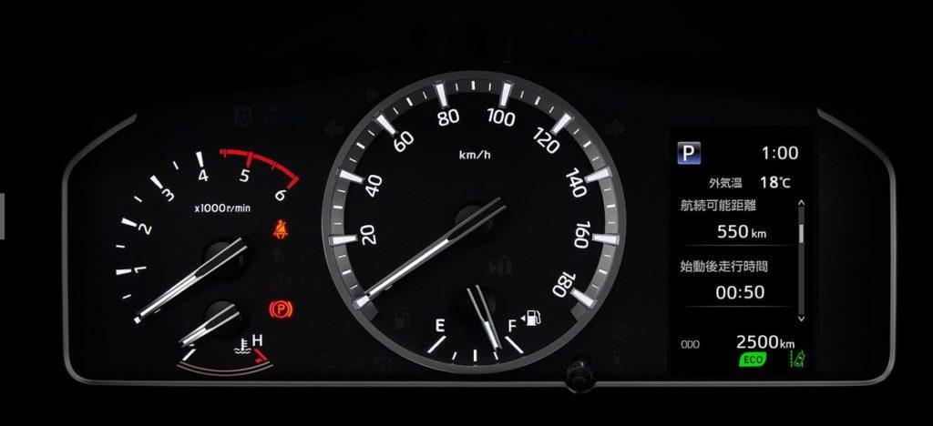 Toyota Hiace Еще одно отличие обновленной версии заметно на приборной панели: там появился 4,2-дюймовый цветной дисплей.