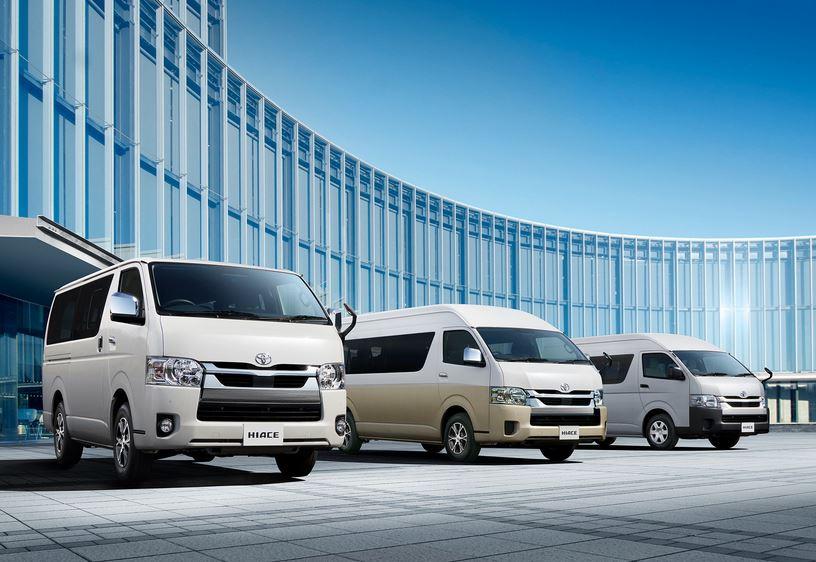 Цены на обновленный Hiace начинаются от 2 192 000 иен (=1 517 000 рублей). Автомобиль предлагается с 2,0-литровым бензиновым мотором 1TR-FE, 2,7-литровым 2TR-FE и турбодизелем 1GD-FTV объемом 2,8 литра. Привод может быть задним или полным. На все модификации устанавливается 6-ступенчатый «автомат».