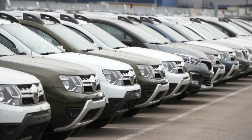 В общей сложности эксперты составили четыре сценария. Так, согласно первому, наиболее оптимистичному из них, падение продаж авто в 2020 году составит 19% (до 1,4 млн), в 2021-м — 3%. Более пессимистичный прогноз подразумевает, что продажи в этом году рухнут на 48% (до 900 тыс. автомобилей), а в 2021-м — на 31%.