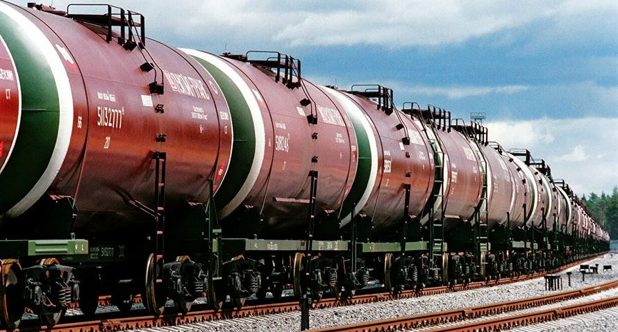 Запрет на импорт дешевого топлива в Россию нужен на шестимесячный срок. Это необходимо для поддержки российских нефтеперерабатывающих заводов (НПЗ). Об этом в эфире телеканала «Россия-1» заявил министр энергетики РФ Александр Новак.