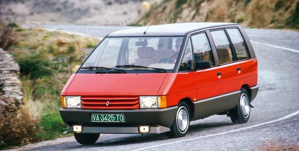 Это был Renault Espace 1984 года,несомненно составивший конкуренцию Dodge.