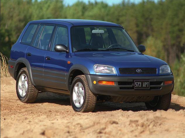 Первый кроссовер  Toyota RAV4 выпущенный в 1994 году