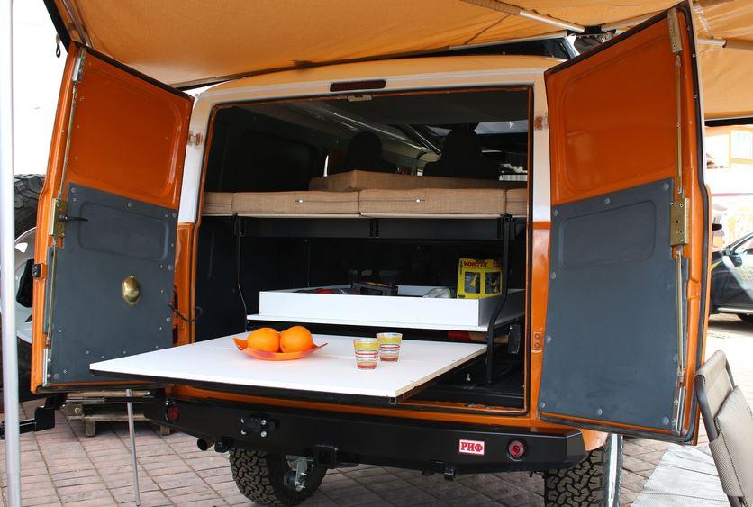 Ульяновский автозавод совместно с московской фирмой «Люкс-Форм» разработал автодом на базе «Буханки»-комби. Автокемпер получил собственное имя — «Байкал».