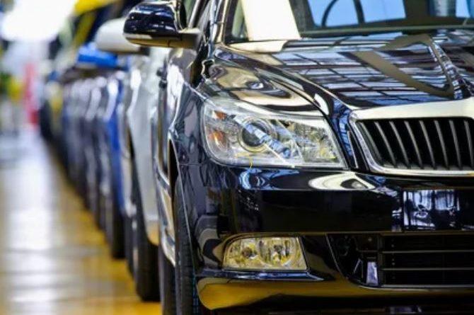 Льготные автокредиты, которые обеспечивают поддержку автопрома, теперь стали доступны большему числу российских граждан. Вдобавок, увеличился максимальный лимит стоимости авто, который можно купить с привлечением господдержки.