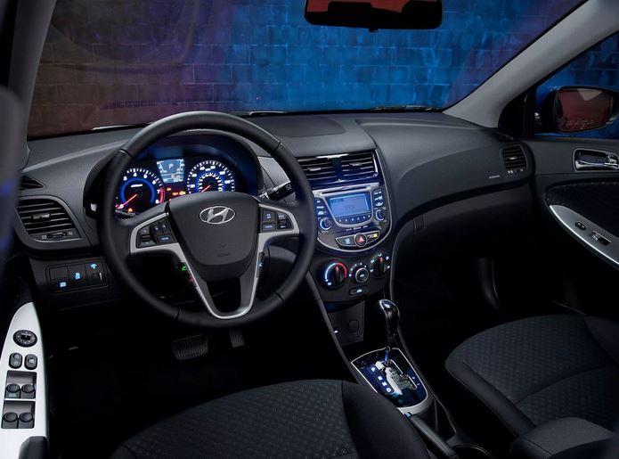 В максимальной комплектации автомобиль оснащался 6 подушками безопасности, 16-ти дюймовыми дисками, кожаный руль и рычаг КПП, климат контроль, мультимедиа со всеми наворотами для 2011 года (Bluetooth,  USB и AUX, 6 динамиков), мультируль и др.