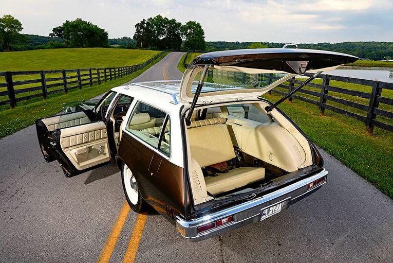 Estate (охотничий привал),  Shooting Brake  (охотничий привал) ,  Familiare (семейный),  Kombi,  Combi,  Station Sedan,  Country Sedan (авто для хозяйства), SW, Sport Wagon (спортивный универсал), Caravan.Давайте поговорим про универсал: откуда кузов берет свое начало, какие имеет характеристики, как выглядит современный универсал и какие у него преимущества и недостатки.