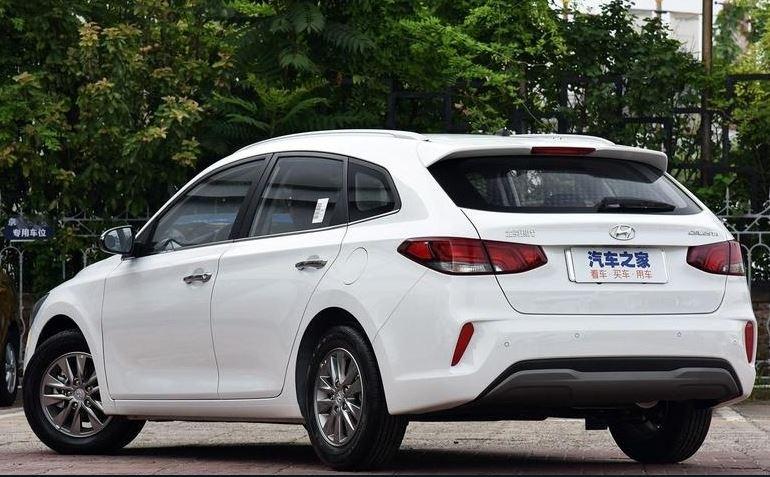 Универсал Solaris есть. Саляриса, вот только по дорогам РФ Hyundai Celesta RV (RV