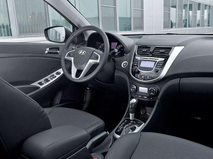 Что касается комплектаций первого поколения, то Hyundai Solaris может похвастаться их обилием: