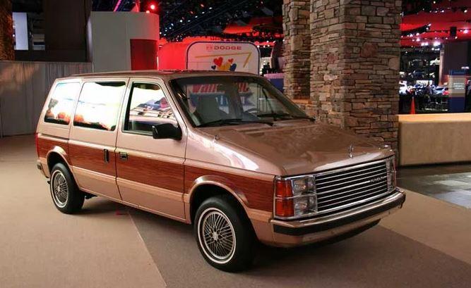 Самым первым серийно выпускавшимся минивэном считается Dodge Caravan,  впервые появившейся на свет в 1984 году. Для того времени этот  семиместный минивэн