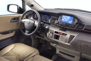 Honda FR-V – необычный семейный минивэн.