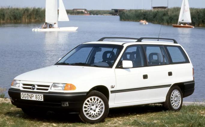 Opel Astra caravan, модель 1991 года