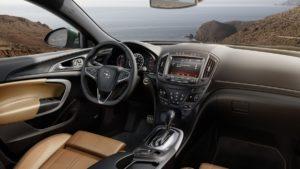 Opel Insignia универсал – представительский семейный автомобиль