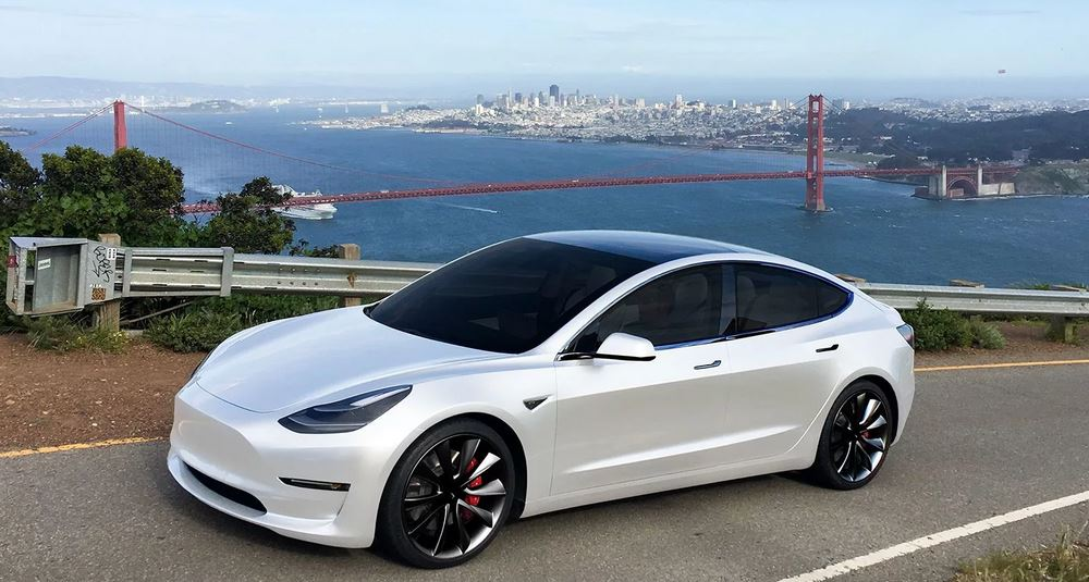 Владелец Tesla Model 3 запер угонщика в своем автомобиле