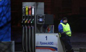 Спрос на бензин упал более чем на 60%