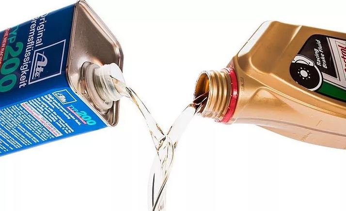 Обслуживание тормозной системы. Нужно ли менять тормозную жидкость? Периодичность замены тормозной жидкости, можно ли смешивать тормозную жидкость.