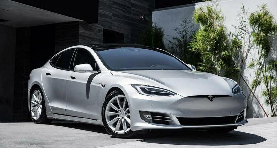 лифтбек Tesla Model S