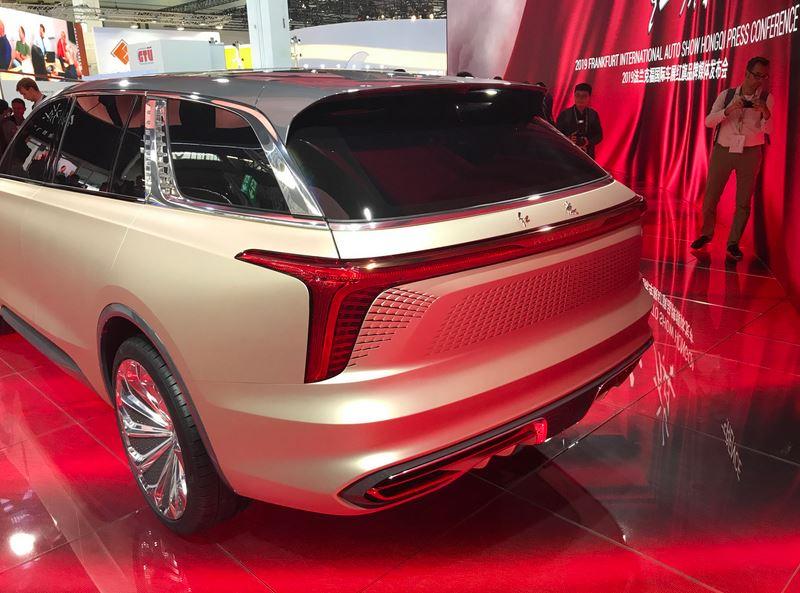 Роскошный электрический кроссовер Hongqi E115 из Китая в стиле Rolls-Royce