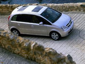 Opel Meriva A – небольшой семейный автомобиль с большим салоном