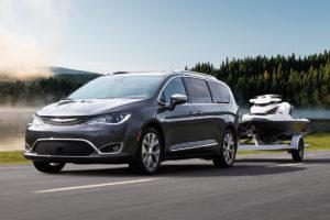 Chrysler Pacifica получил гибридный двигатель