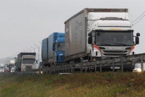 В Госдуме выступают за отмену сборов с дальнобойщиков на ремонт дорог