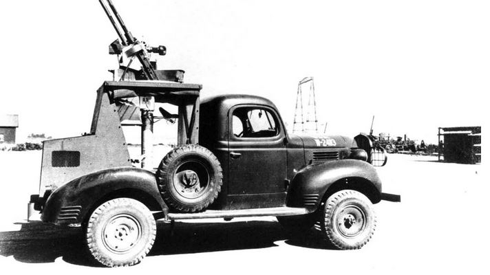 Dodge T202 VC3 с закрытой двухместной кабиной и установкой для спаренных зенитных пулемётов