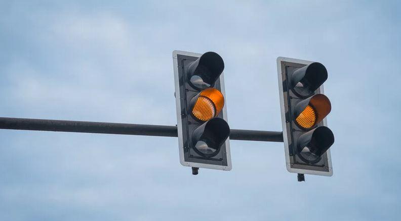 Лишение прав за ЖЕЛТЫЙ сигнал светофора - реальность
