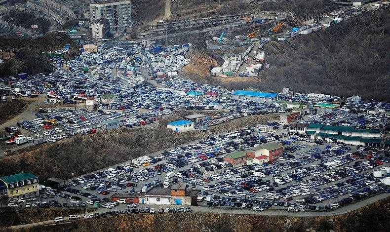 Во Владивостоке запретили регистрировать автомобили жителям других регионов