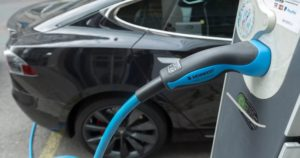 Выгодно ли покупать электромобиль в России?