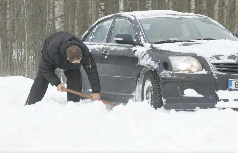Небольшая лопата зимой. Зимние аксессуары для авто