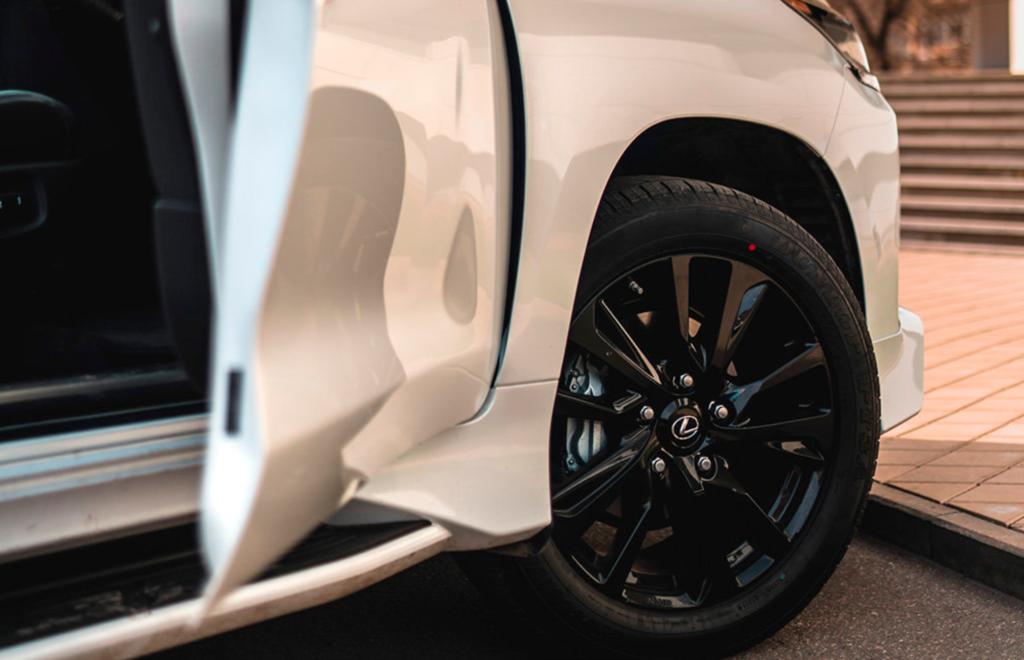 Lexus LX Black Vision