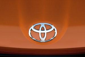 Toyota вслед за другими меняет логотип