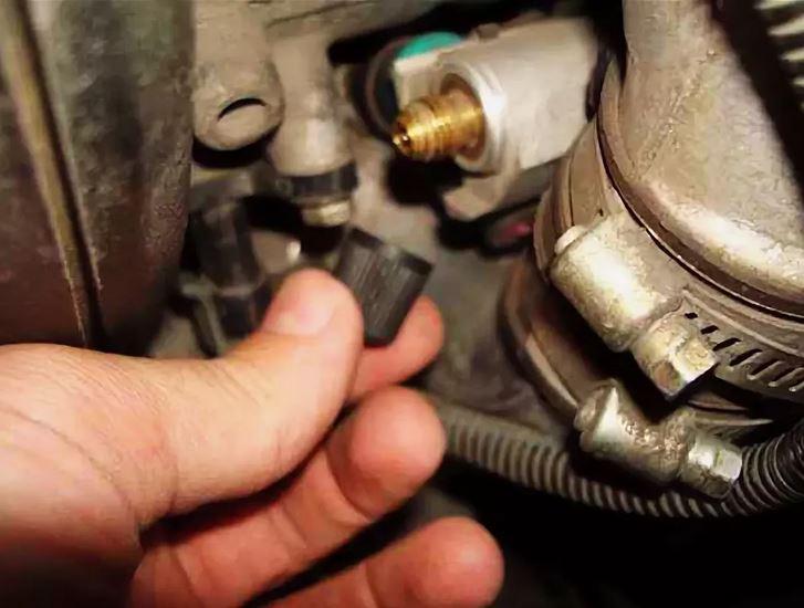 ниппель для проверки давления в рампе. Что делать если не заводиться авто.