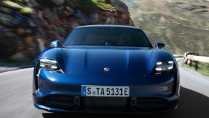 Porsche Taycan 2021 анонсировал производитель
