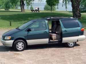 Тойота Сиенна первый в успешном семействе минивэнов Toyota