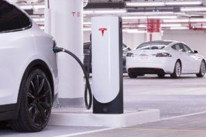 На зарядных станциях Tesla могут заряжаться другие электрокары