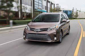 Toyota Sienna 2020 семейный минивэн стал экономичней