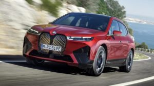 BMW iX электрический кроссовер мощностью 500 л.с