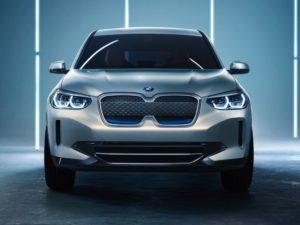 BMW iX стали известны российские цены на электрокроссовер