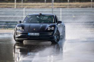 Porsche Taycan  установил рекордный дрифт