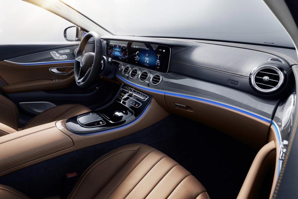 Mercedes-Benz E450 2021 салон