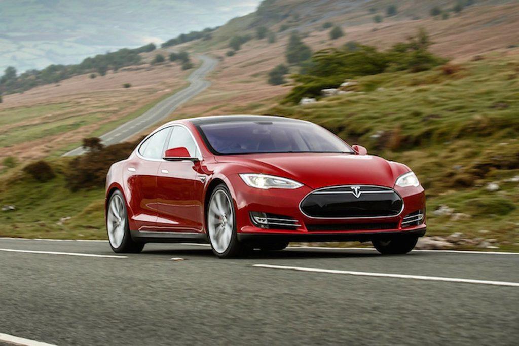 Акции Tesla выросли до рекордного уровня